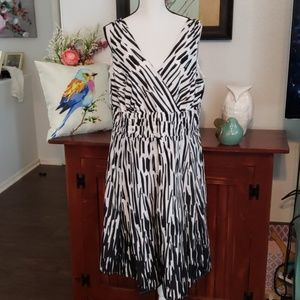 Signature by Robbie Bee Black White  size 16W